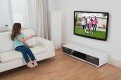 Televisione di sorveglianza della ragazza immagini stock libere da diritti