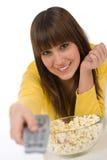 Televisione di sorveglianza sorridente dell'adolescente femminile Fotografia Stock Libera da Diritti