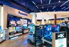 Televisiones de Viera en la tienda de Panasonic, alameda de Siam Paragon en Bangk Imagen de archivo