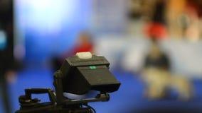 Televisionkamera på arbete arkivfilmer