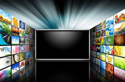 Televisão da tela lisa com imagens Foto de Stock Royalty Free