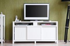 Televisore nell'interiore domestico Immagini Stock