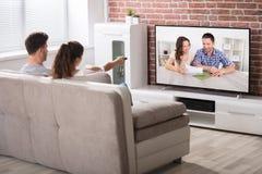 telewizja oglądając pary fotografia royalty free
