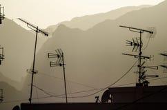 Telewizyjni antennae na dachu zdjęcie stock