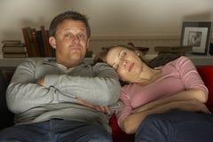telewizyjny pary dopatrywanie zdjęcia stock