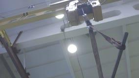 Telfer del grúa-haz de la producción en el taller almacen de video