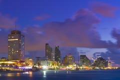 Teléfono Aviv Cituscape At Sunset Imágenes de archivo libres de regalías