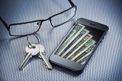 Teléfono celular de la carpeta del dinero de Digitaces Fotografía de archivo libre de regalías
