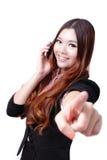 Teléfono móvil de discurso feliz joven de la mujer de negocios Imagen de archivo libre de regalías