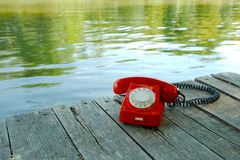 Teléfono viejo en naturaleza Imágenes de archivo libres de regalías