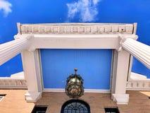 Telhado americano da porta dianteira de casa de apartamento foto de stock royalty free