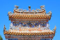 Telhado Art In Hue Imperial Tomb da Turquia Duc, local do patrimônio mundial do UNESCO de Vietname imagem de stock