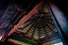 Telhado chinês antigo para dentro Imagens de Stock