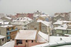 Telhado coberto de neve de Pomorie em Bulgária Imagens de Stock Royalty Free