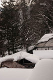 Telhado com gelo e neve Imagens de Stock