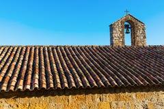 Telhado com a torre de sino no Provence Fotografia de Stock Royalty Free