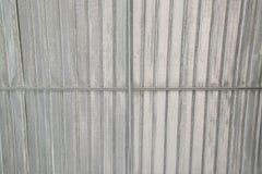 Telhado com viga de aço e folha de prata Foto de Stock