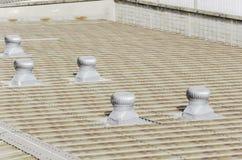 Telhado da fábrica com ventiladores do telhado Imagem de Stock Royalty Free