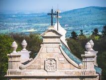 Telhado da porta da entrada ao monastério imagens de stock