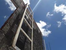 Telhado de Favela em Recife com céu e a nuvem claros fotos de stock royalty free