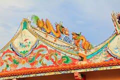 Telhado de Hai Lam Ban Don Shrine, Surat Thani, Tailândia Imagens de Stock
