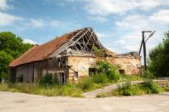 Telhado de madeira destruído Imagens de Stock