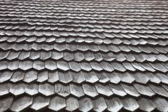 Telhado de madeira velho da telha Fotografia de Stock Royalty Free