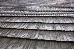 Telhado de madeira velho da telha Fotos de Stock