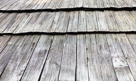 Telhado de madeira velho da telha Fotografia de Stock