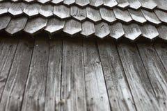 Telhado de madeira velho da telha Imagem de Stock Royalty Free