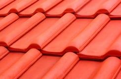 Telhado de telha alaranjado   Imagem de Stock