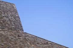 Telhado de telha de madeira Imagens de Stock Royalty Free