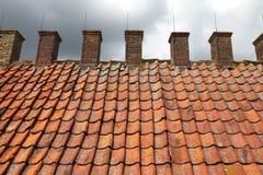 Telhado de telha de um smoke-house antigo imagens de stock royalty free