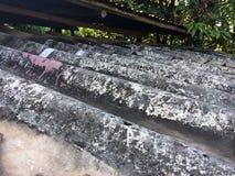 Telhado de telha muito velho e sujo foto de stock royalty free