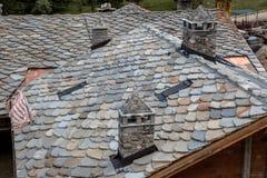 Telhado de telha novo da ardósia imagens de stock royalty free