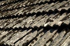Telhado de telha velho Fotos de Stock