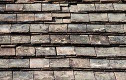 Telhado de telha velho. Fotos de Stock