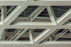 Telhado de um armazém feito da estrutura de aço fotos de stock royalty free