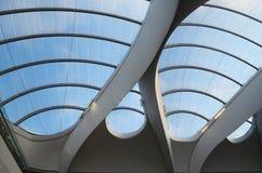 Telhado de vidro do estação de caminhos-de-ferro novo da rua, Birmingham Fotos de Stock