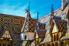 Telhado do hotel Dieu de Hospices de Beaune Foto de Stock