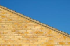 Telhado e céu da parede Fotos de Stock Royalty Free