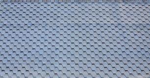 Telhado e decoração modernos das chaminés Telhas flexíveis do betume ou da ardósia fotos de stock royalty free