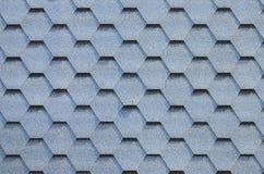 Telhado e decoração modernos das chaminés Telhas flexíveis do betume ou da ardósia imagem de stock