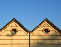 Telhado e tijolos dobro de quadril Fotos de Stock Royalty Free