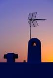 Telhado espanhol com antena. Fotos de Stock