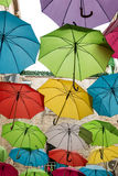 Telhado feito de guarda-chuvas coloridos Fotografia de Stock Royalty Free