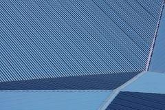 Telhado grande do metal azul imagens de stock