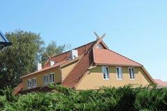 Telhado home, Lituânia fotos de stock royalty free