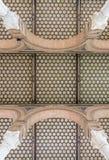 Telhado interior telhado sextavado de uma construção em Sevilha, Espanha foto de stock royalty free