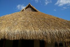 Telhado thatched africano fotografia de stock royalty free